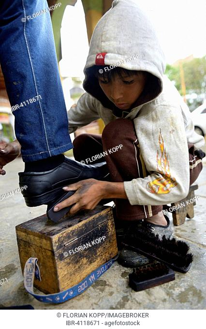 Shoeshine boy, 10 years, street child, Cochabamba, Bolivia