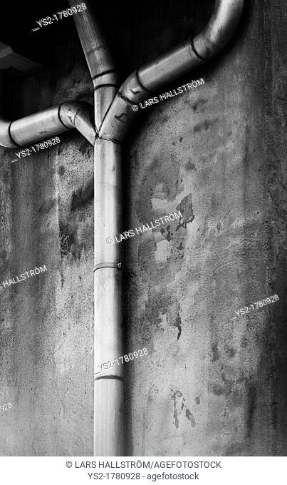 Connected piping in urban setting