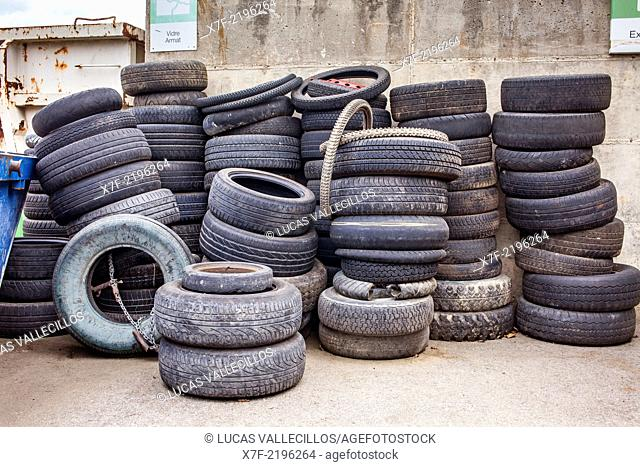 Tire storage to recycle,recycling center