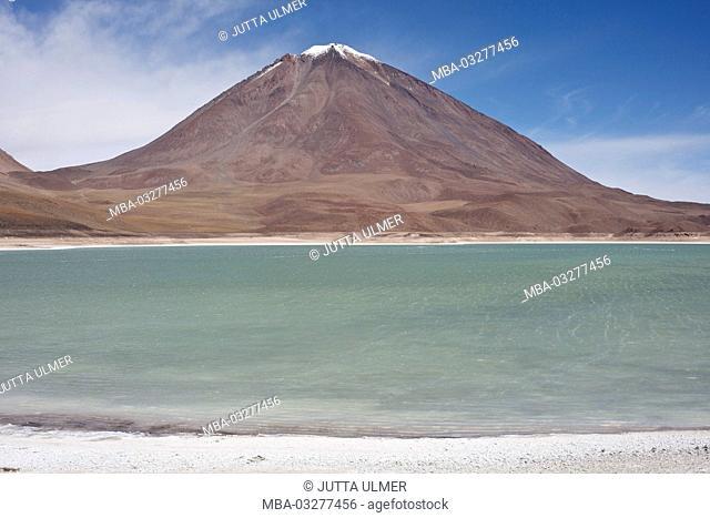 Bolivia, Los Lipez, Laguna Verde, volcano Licancabur