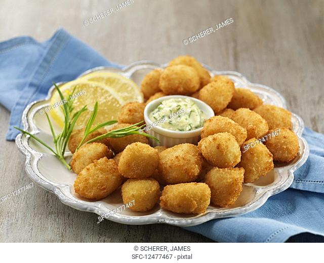 Breaded scallops with a dip