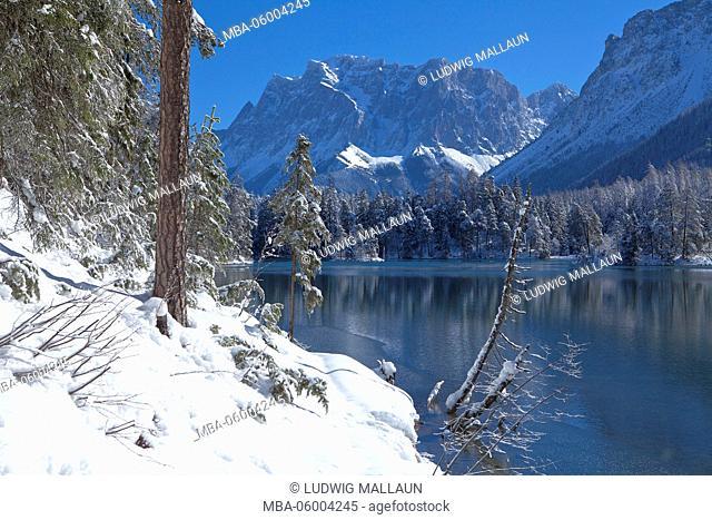 Austria, Tyrol, Ausserfern (region), Weissensee (lake) with Zugspitze
