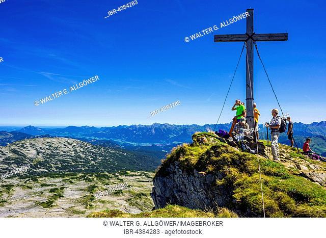 Hikers at summit, summit cross, Hoher Ifen, 2230m, Allgäu Alps, border, Bavaria, Germany, Vorarlberg, Austria