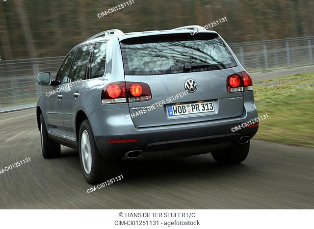 VW Volkswagen Touareg V10, diesel engine, model year 2007-, silver, driving, diagonal from the back, rear view, country road
