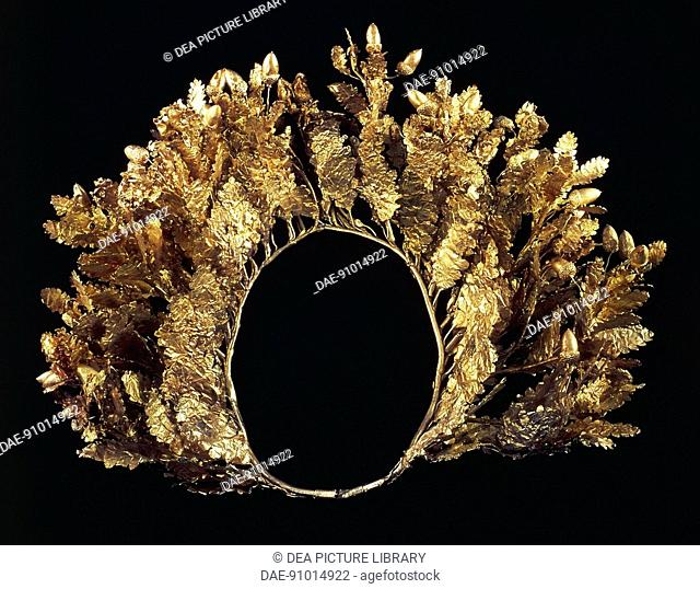 Greek civilization, 4th century b.C. Goldsmithery. Gold crown in the shape of oak leaves and acorns. From Vergina, Royal Tombs