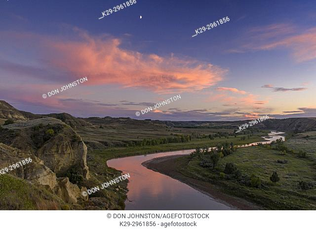 Evening clouds over the Little Missouri River Valley, Theodore Roosevelt NP (South Unit), North Dakota, USA