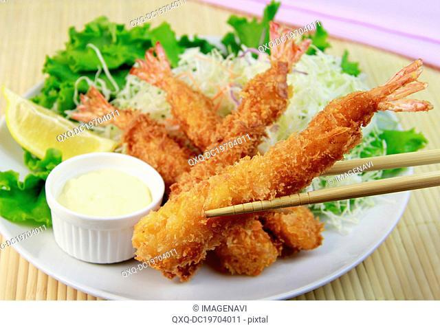 Fried prawns with salad