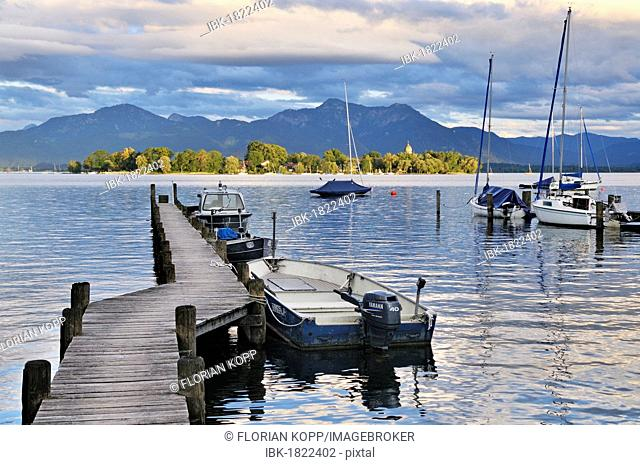 Jetty on Lake Chiemsee with a view towards Fraueninsel island, Gstadt, Chiemgau, Upper Bavaria, Bavaria, Germany, Europe