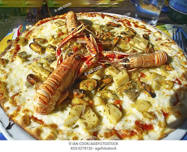seafood pizza, La Cotiniere, Ile dâ. . Oleron, Charante-Maritime Department, Nouvelle Aquitaine, France