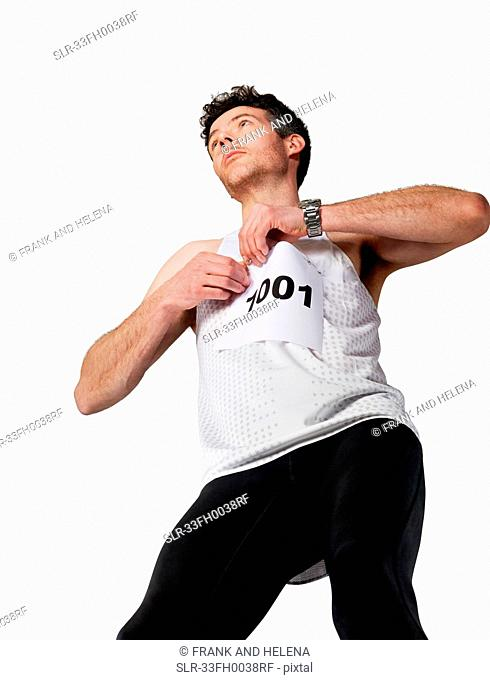 Runner pinning number to shirt