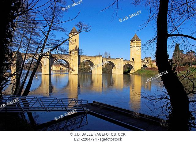 Pont Valentré, on the Lot river, Cahors, Lot, Midi-Pyrenees, France