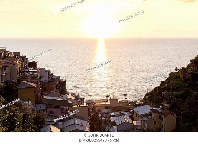 Scenic ocean view of waterfront, Manarola, Liguria, Italy