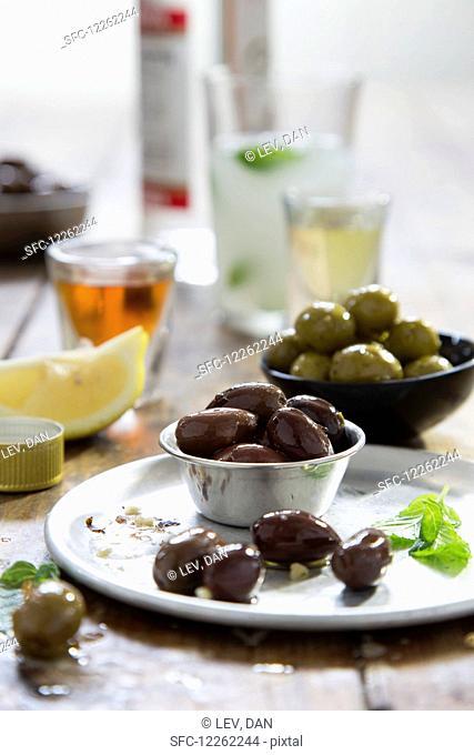 Marinated olives, lemon and drinks