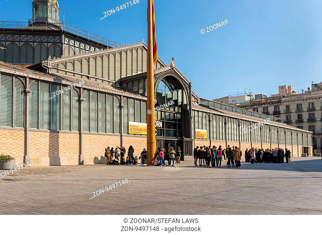 School kids visit the market, the Mercat del Born in the Barcelona district La Ribera. The Mercado is a former public market and one of the famous buildings