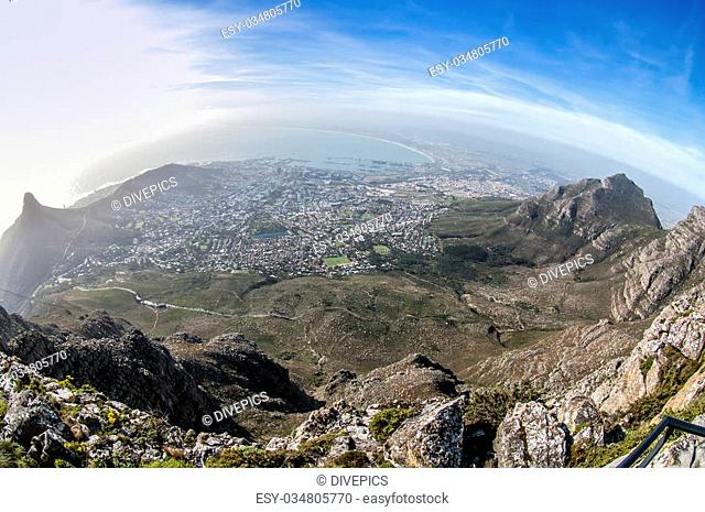 Picture shows the city cape town from the table mountain