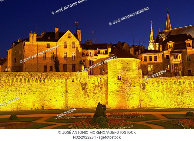 Vannes, City walls and medieval houses, Morbihan, Bretagne, Brittany, France, Europe
