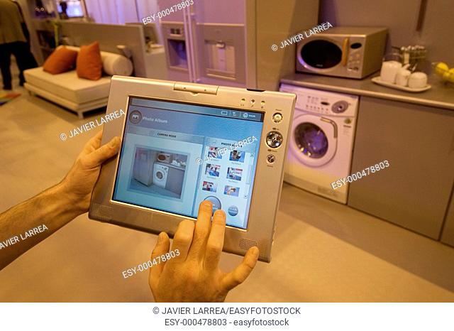 Samsung's home vita domotic system, prepared to control all domestic electronic devices, SIMO TCI, International Computing, Multimedia and Communications Expo