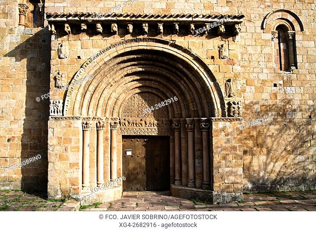 olegiata románica de San Pedro - Cervatos - Campoo de Enmedio - Los Valles - Cantabria - España - Europa