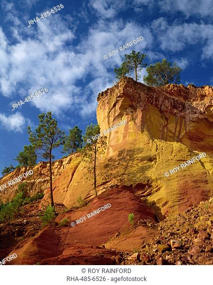 Ochre quarries at Roussillon, Provence, France, Europe