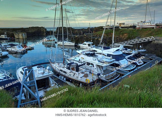 United Kingdom, Channel Islands, Guernsey island, Vale, Beaucette Marina
