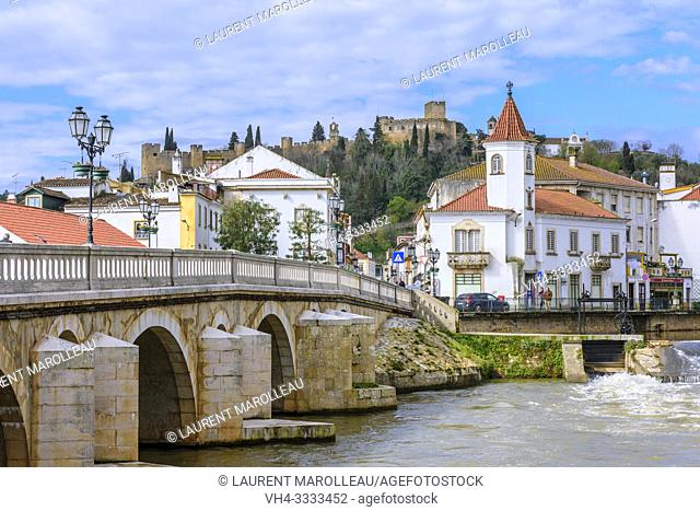 Roman bridge over the river Nabao with Castle and Convent of the Order of Christ in background, Tomar, Santarem District, Centro Region, Portugal