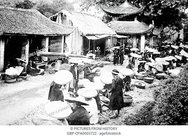 Vietnam: A market on the edge of Hanoi (early 20th century)