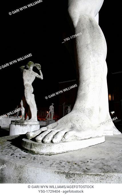 male statues at stadio dei marmi at night, rome