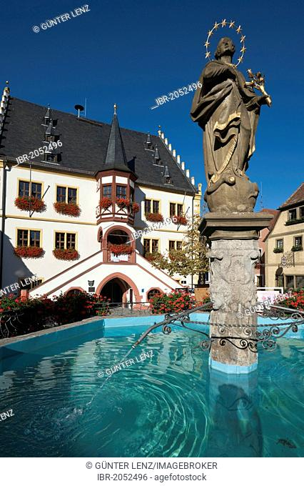 Town hall and fountain in Marktplatz, market square, Volkach, Lower Franconia, Franconia, Germany, Europe