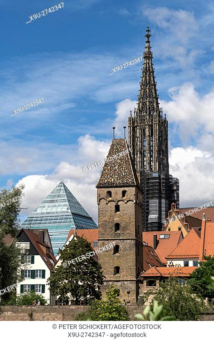 Metzgerturm or butchers' tower with Glass Pyramid of the central libraray and the Ulm Minster, Ulm, Baden-Württemberg, Germany, Europe