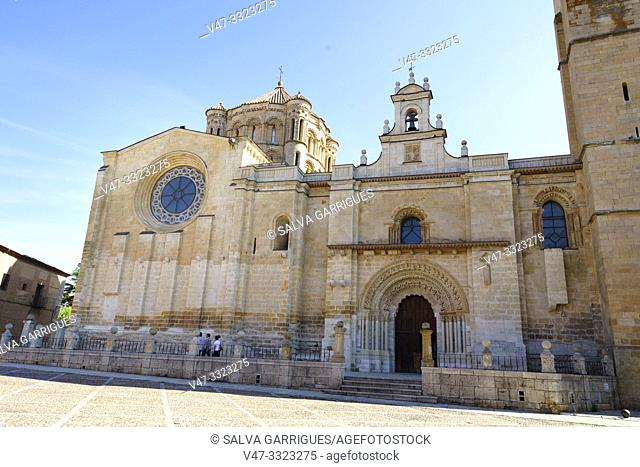 Collegiate church of Santa María la Mayor of the twelfth century, Romanesque style in its transition phase. The dome of this collegiate is framed within a group...