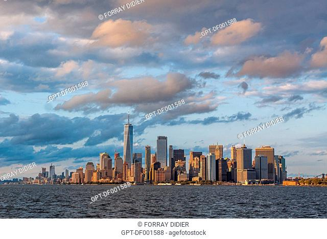 THE MANHATTAN SKYLINE WITH ONE WORLD TRADE CENTER AND THE FINANCIAL DISTRICT, NEW YORK CITY, NEW YORK, UNITED STATES, USA