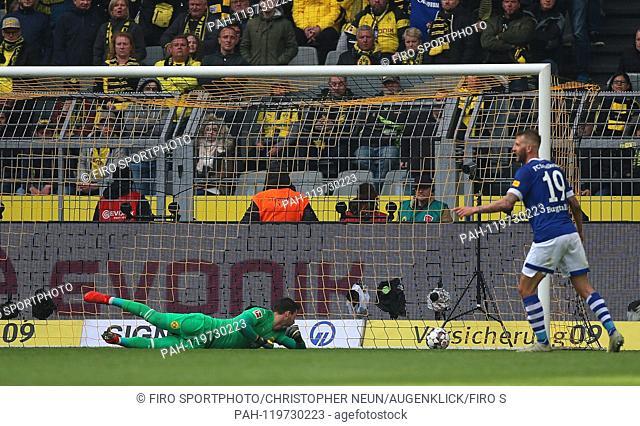 firo: 27.04.2019, football, 1.Bundesliga, season 2018/2019, BVB, Borussia Dortmund - FC Schalke 04, goal to 2: 4, Roman BURKI, BVB Borussia Dortmund