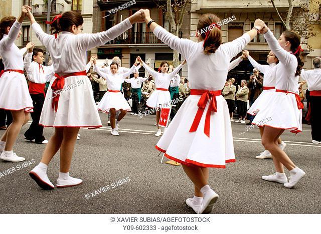 'Sardanes' (traditional Catalan dance)