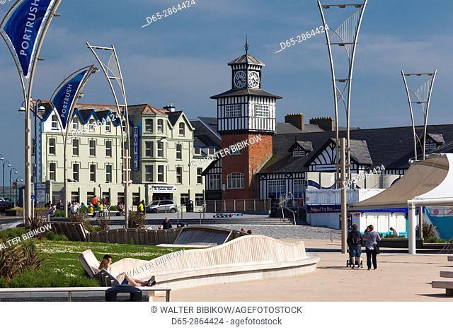 UK, Northern Ireland, County Antrim, Portrush, harborfront