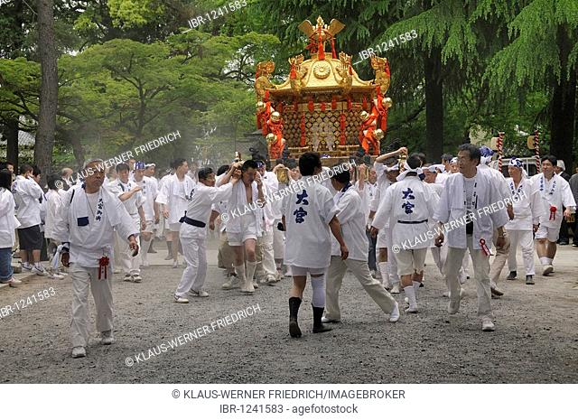 Matsuri, shrine festival, start of the procession from the Shinto shrine through the surrounding district, Imamiya Shrine, Kyoto, Japan, Asia