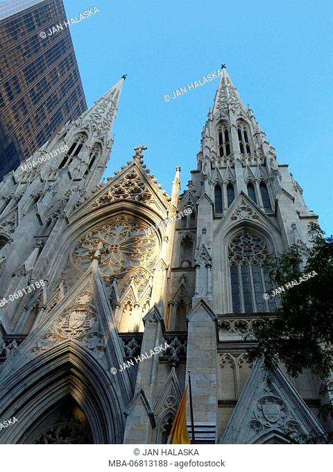 Saint Patrick Cathedral on Fifth Avenue New York with Olympic Tower built by Aristotle Onassis and designed by Architects Merrill, Owings and Skidmore
