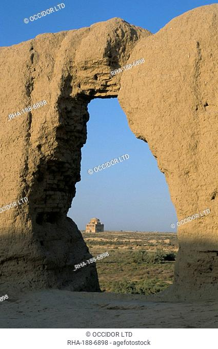 Maidens Castle dating from 6th and 7th centuries, Merv, Turkmenistan, Central Asia, Asia