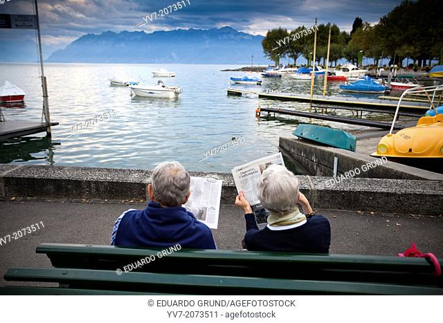 The shores of Lake Geneva in Lausanne, are spaces for the enjoyment and relaxation, to the lake, the mountains of France