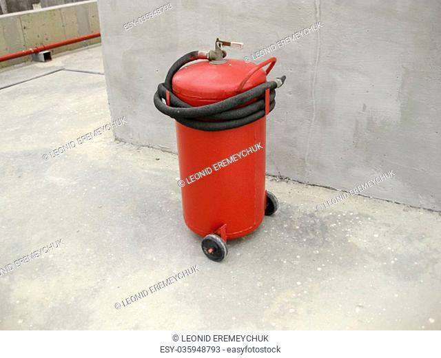 Fire extinguisher. Equipment for extinguishing the flame