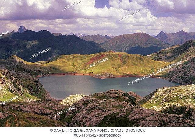 Estanes lagoon -Ibón de Estanés-, Aguas Tuertas, Aragón Subordán river, Echo valley, Huesca, Spain
