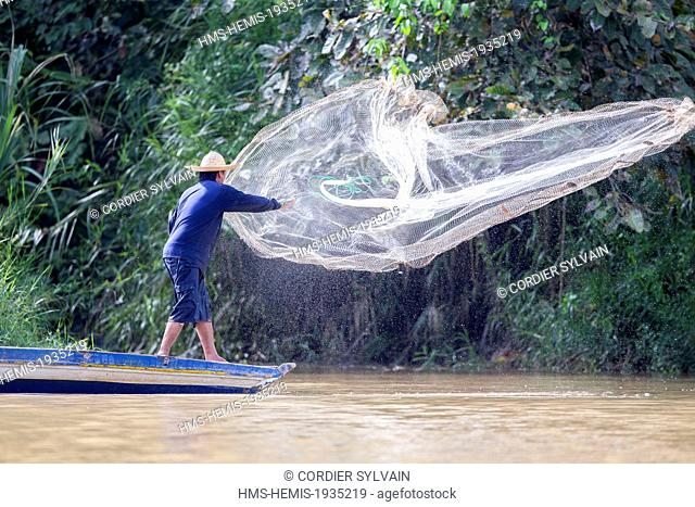 Malaysia, Sabah state, Kinabatangan river, fisherman with a fishnet