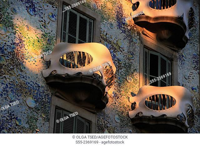 Casa Batlló by Antonio Gaudí, 1904-1906, passeig de Gracia, Barcelona, Catalonia, Spain.The local name for the building is Casa dels ossos (House of Bones)