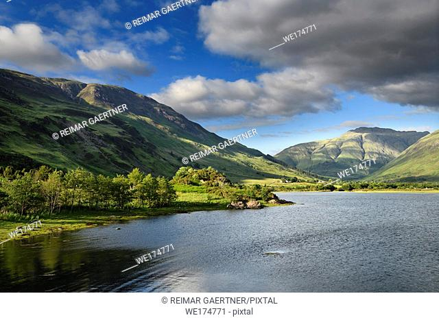 Evening sun on hills at Head of Loch Duich with River Croe and Beinn Bhreac and A Ghlas bheinn peaks at Morvich in Scottish Highlands Scotland UK