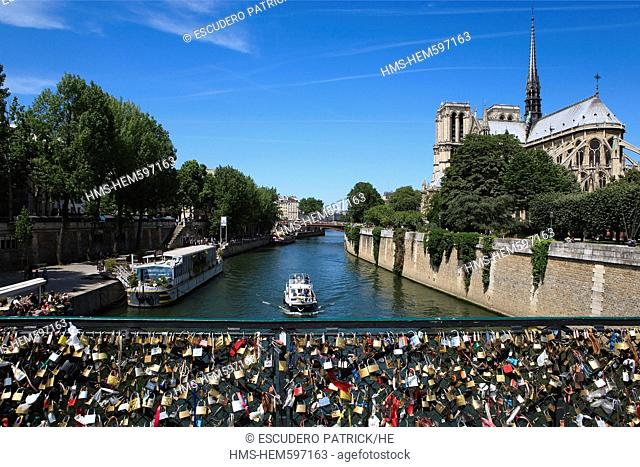 France, Paris, the banks of the Seine river listed as World Heritage by UNESCO, the Pont de l'Archeveche and Notre Dame Cathedral