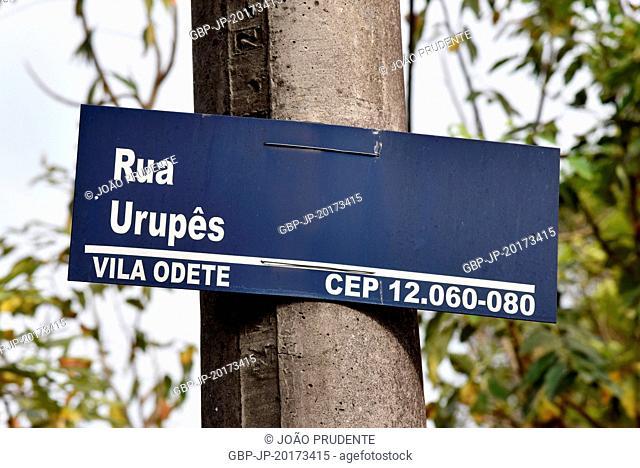 Board with name of Rua Urupês in the vicinity of the Pica Pau Amarelo Site in Vila Odete, Taubaté, São Paulo, Brazil, 01.2017