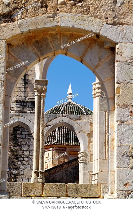 Reframes made bows portico of the Monastery of Santa Maria de la Valldigna, Simat,, Simat de la Valldigna, Valencia, Spain, Europe