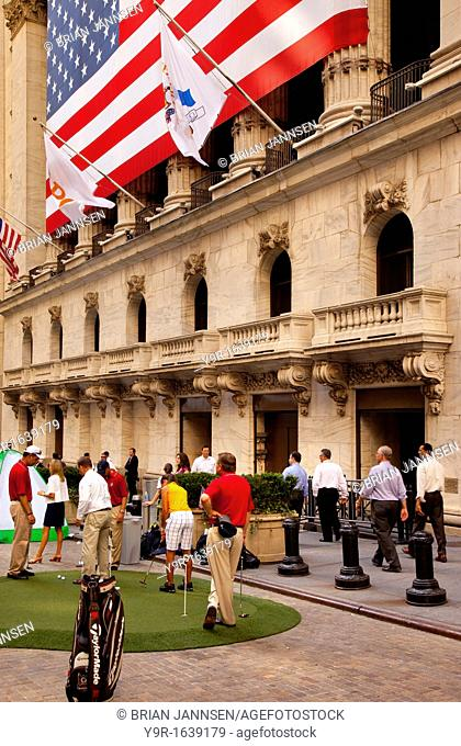 'PGA' day at Wall Street - Pro golfers give NYSE traders tips to improve their golf game, New York City USA