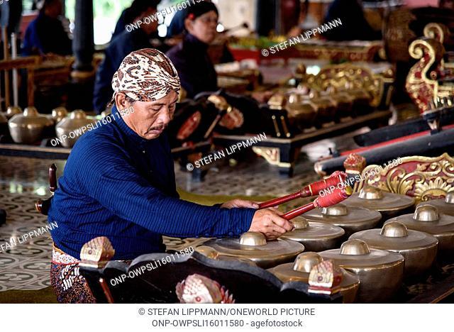 Indonesia, Java, Yogyakarta, Gamelan orchestra in the Sultan's Palace of Yogyakarta