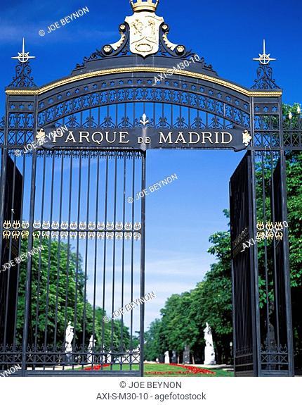 Iron gates to the Parque del Buen Retiro
