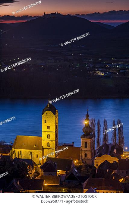 Austria, Lower Austria, Stein an der Donau, elevated view of town and Danube River, dawn